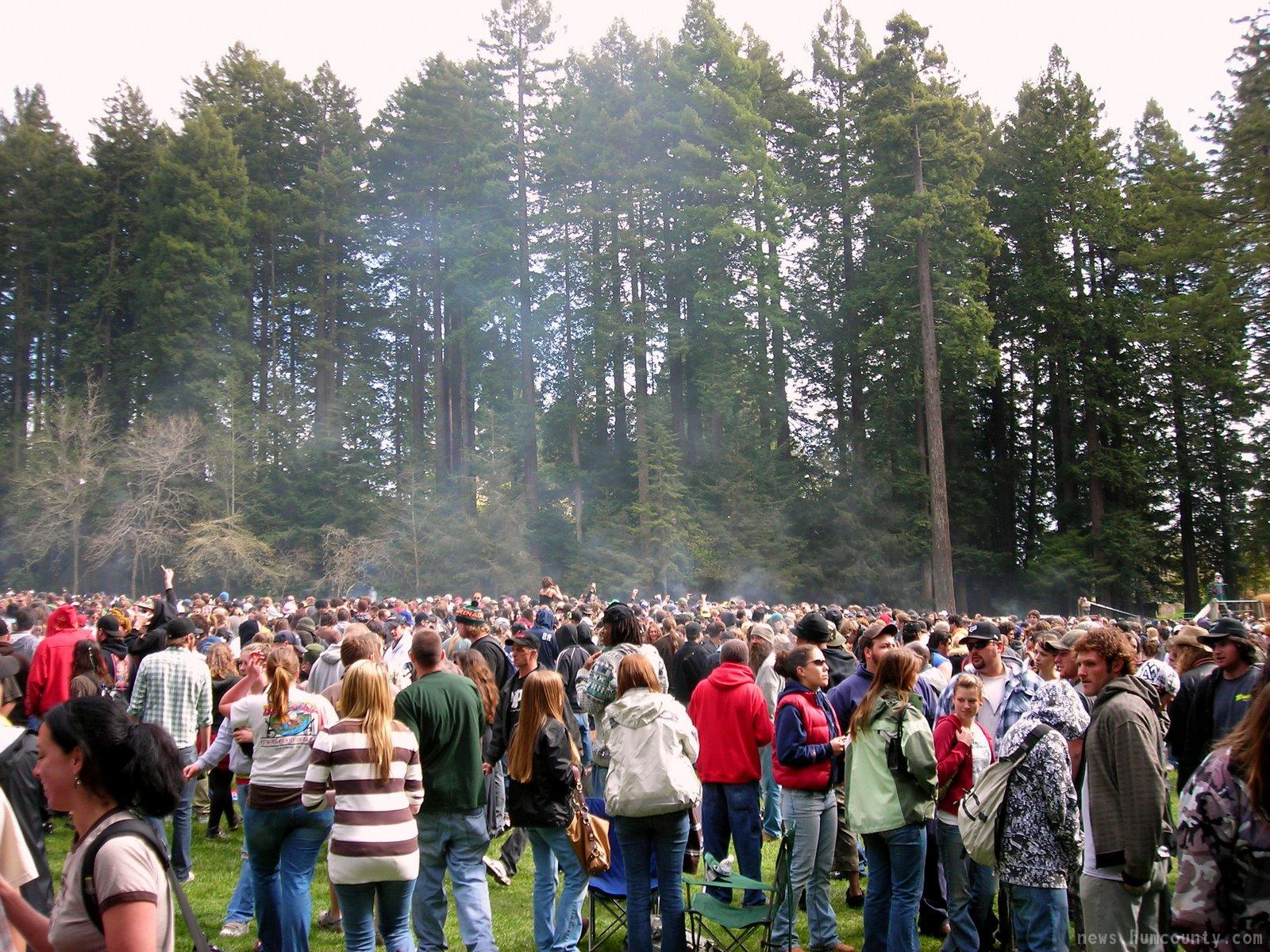 thousands of hippies smoke pot at hsu park arcata on 4/20/2008